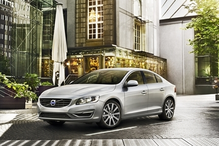 """Volvo """"Splits"""" into 2014 with Van Damme, Sensus, and Holiday Cheer"""