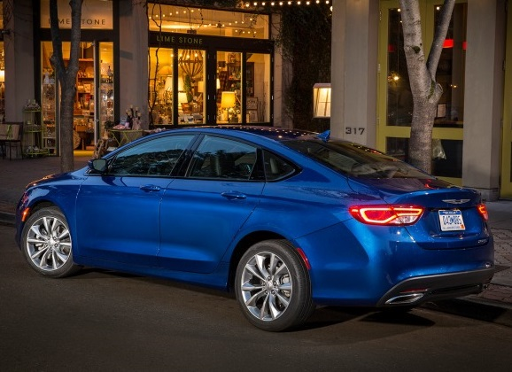 2015 Chrysler 200 review.  I Rate it 200-Plus!