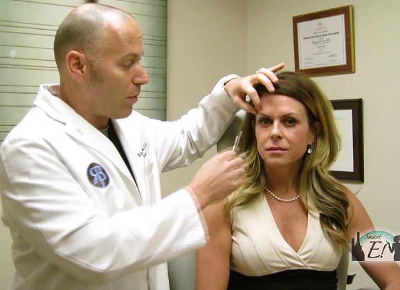 Plastic Surgeon or Cosmetic Surgeon? What You Need to Know!