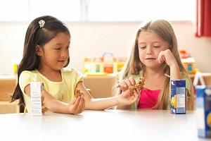 Children_sharing_LR