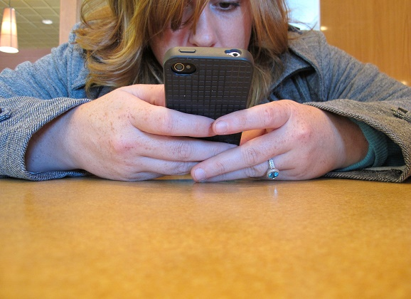 DO YOU IGNORE EVERYONE WHILE TEXTING?