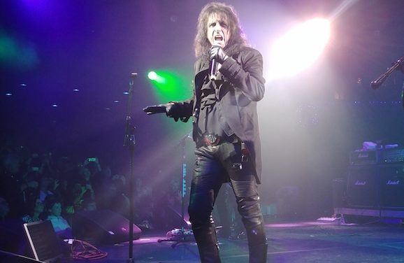 Alice Cooper Brings Back the Christmas Spirit